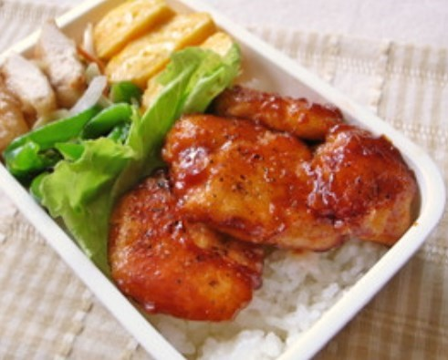 お弁当に重宝♪鶏むね肉のケチャップ炒め