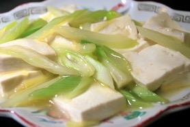 5分で簡単♪ 豆腐とセロリの中華風炒め