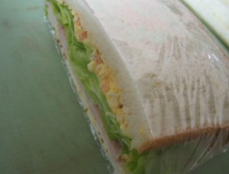 ラップで包もう♪驚愕のレタスサンドイッチ