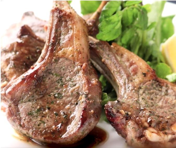 シンプル ラム肉のステーキ