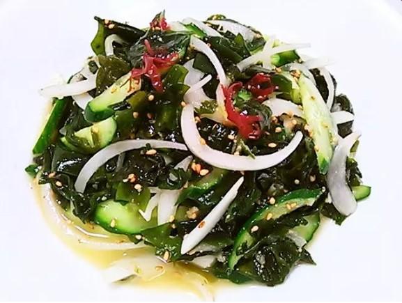 海藻と新玉ねぎのサラダ~ 塩ドレッシング