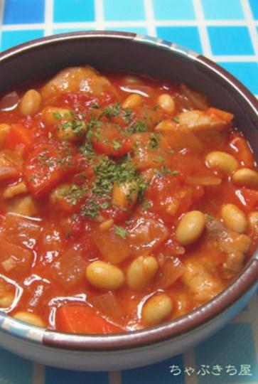 トマト缶で煮ました☆チキン&大豆