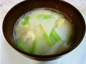 白カブと油揚げの味噌汁