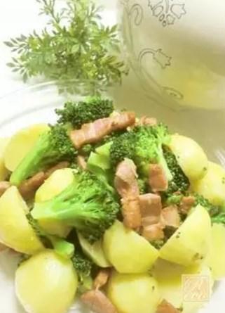 じゃが芋とブロッコリーの温野菜サラダ♪