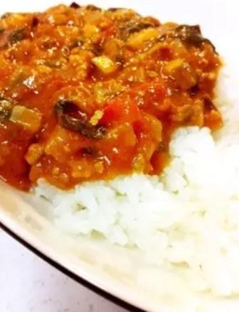 トマトでサッパリ☆簡単ひき肉夏野菜カレー
