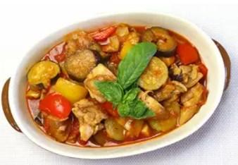 簡単☆夏野菜たっぷり♪鶏肉のラタトゥイユ