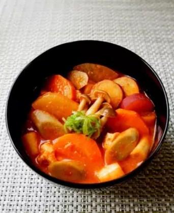 トマトと味噌の出会い~秋野菜のけんちん汁