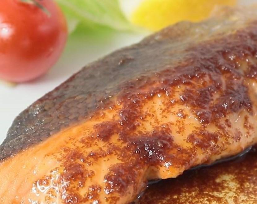鮭のムニエル バター醤油ソースがけ レシピ・作り方