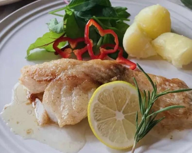 定番の白身魚料理「たらのムニエル」